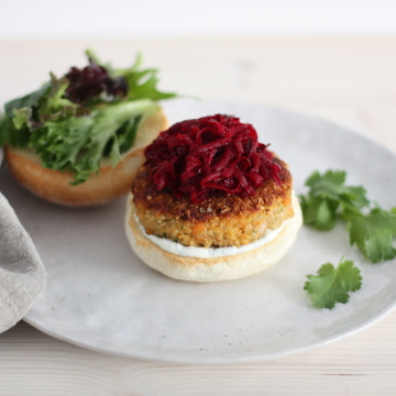 Crunchy quinoa veggie burger with pickled beetroot copy