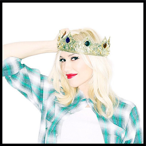 Gwen Stefani announced she was expecting her third boy by holding onto her crown as the only queen in the house. #surroundedbyboys.