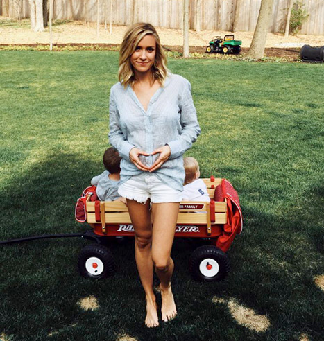 Kristin Cavallari announced babe number 3 on the way with this CUTE pic.