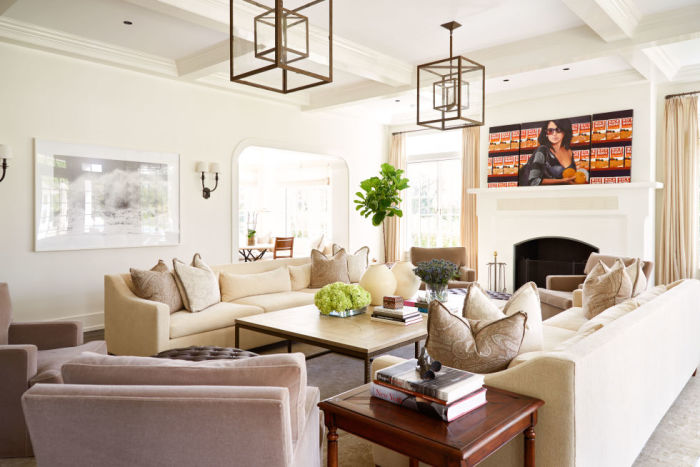 gallery-1478112276-alec-baldwin-home-formal-living-room