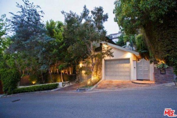 Sandra-Bullock-Lists-Home-For-Rent-Hollywood-Hills-CA-Exterior-768x512
