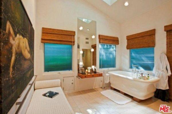 Sandra-Bullock-Lists-Home-For-Rent-Hollywood-Hills-CA-Bathroom-768x512
