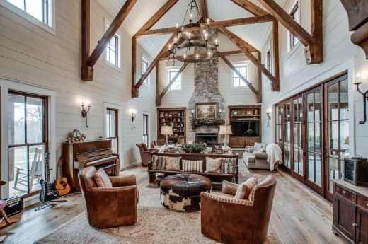 miley-cyrus-returns-to-her-country-roots-with-a-new-home-inside-miley-cyrus-rustic-country-home-599af46390a78a5182885ca8-origin