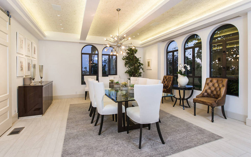 rihanna-s-hollywood-hills-home-is-as-glam-as-you-d-expect-rihanna-dining-room-59a05a08bfd8fc775aa40539-w1000_h1000