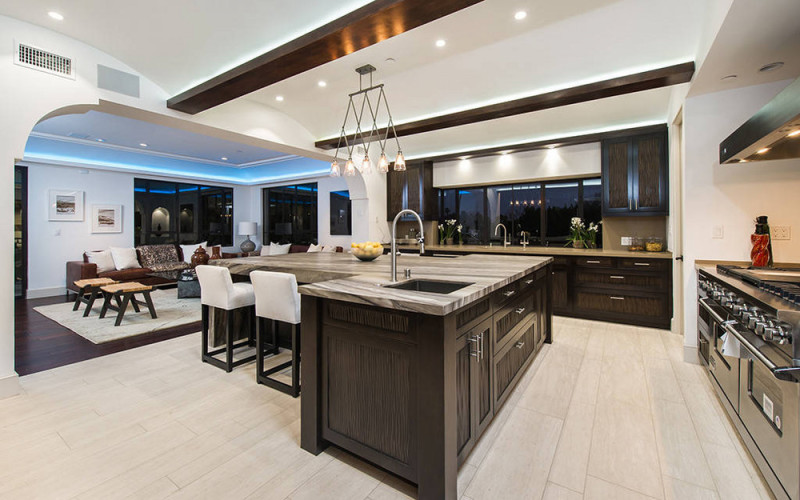 rihanna-s-hollywood-hills-home-is-as-glam-as-you-d-expect-rihanna-kitchen-59a05a07bfd8fc775aa40538-w1000_h1000
