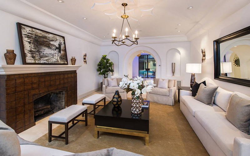Rihannas home in the hollywood hills is super glam for Living room 0325 hollywood
