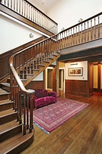 1438361764-syn-edc-1438268253-syn-elm-1438266239-taylor-swift-staircase