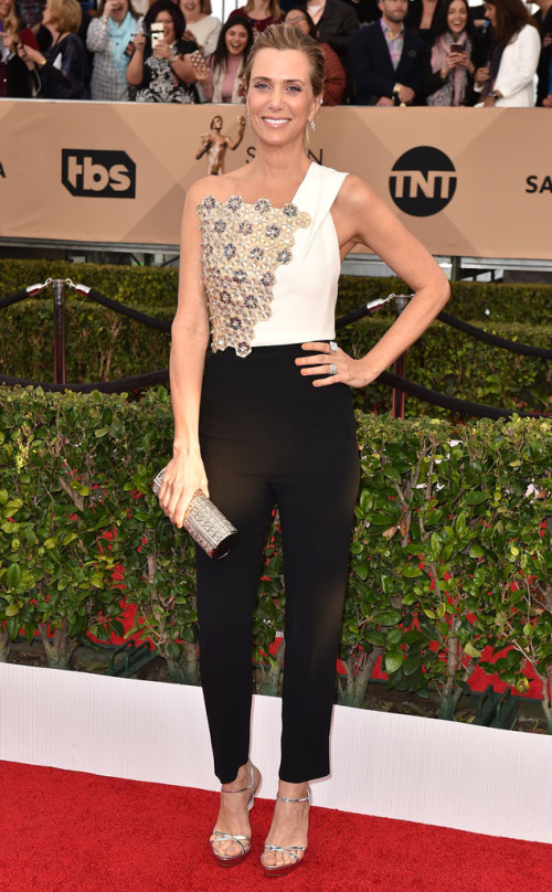 Kristin Wiig looks incredible in Roland Mouret
