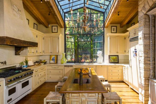 jennifer-lopez-28-million-mansion-home-house-bel-air-7-640x427