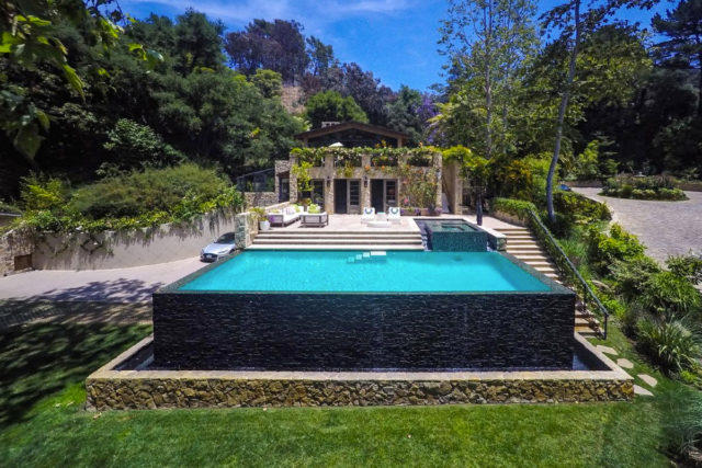jennifer-lopez-28-million-mansion-home-house-bel-air-20-640x427