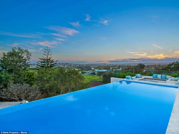 39A78A9700000578-3865964-Want_to_go_for_a_swim_It_also_features_a_large_infinity_pool-a-14_1477294700772