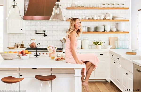 39C8BF7700000578-3879940-_My_favourite_room_Lauren_Conrad_has_given_a_sneak_peek_inside_h-a-17_1477602747506