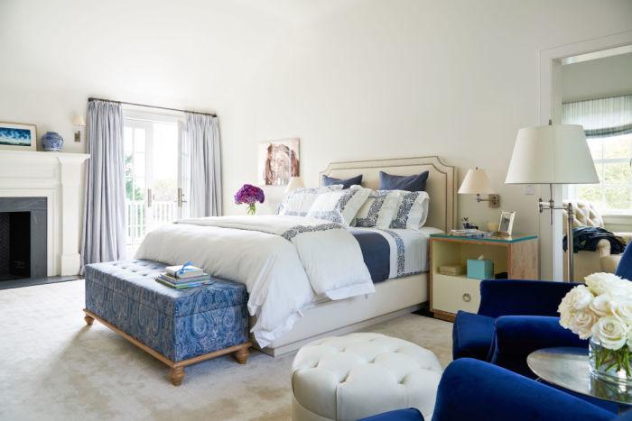 gallery-1478112421-alec-baldwin-home-master-bedroom