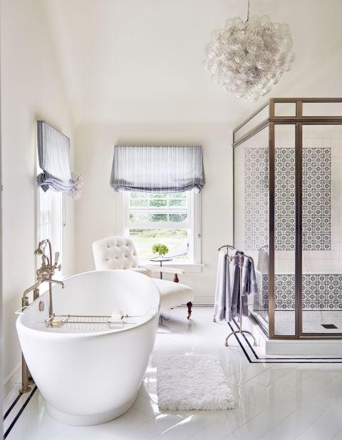 gallery-1478112701-alec-baldwin-home-bathroom