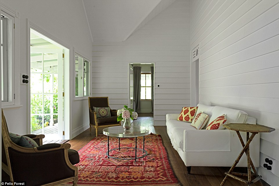3D2E94CB00000578-4221762-Lots_of_room_The_south_coast_country_home_is_perfect_for_enterta-a-13_1487038516766