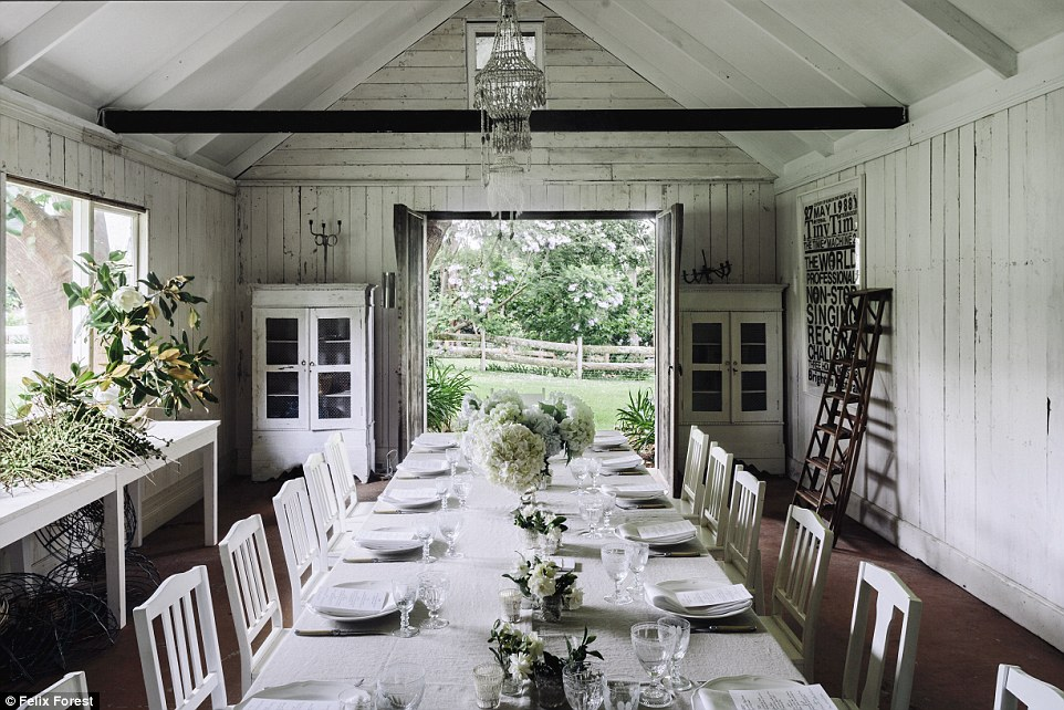 3D2E949A00000578-4221762-That_s_one_stylish_home_Designer_Collette_Dinnigan_puts_her_coun-a-11_1487038516748