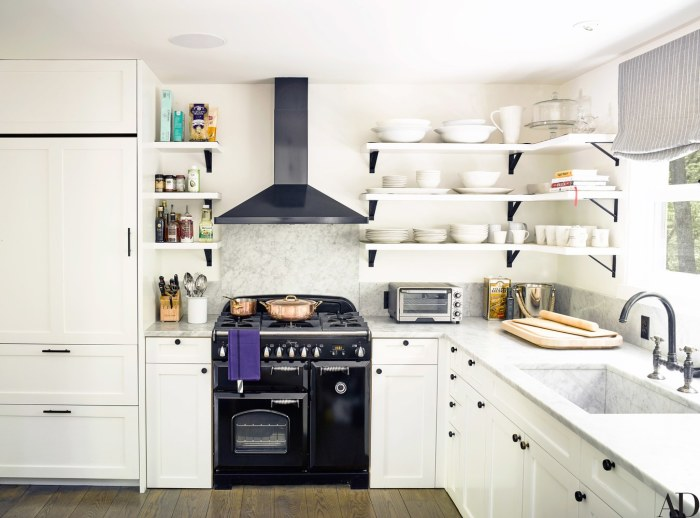 AD---Ellen-Pompeo_Kitchen_604