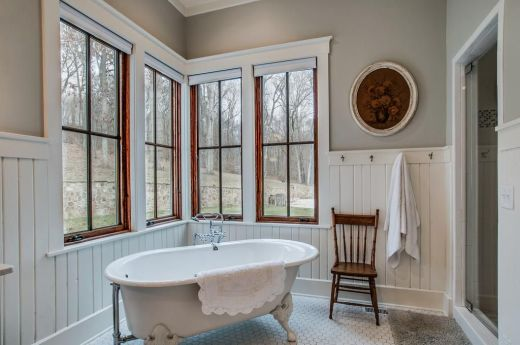 miley-cyrus-returns-to-her-country-roots-with-a-new-home-farmhouse-inspired-bathroom-decor-599af465591e7c5170feacbc-origin