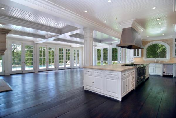 A spacious kitchen is a must for whipping up all that baby food. Image: Jeffrey Colle