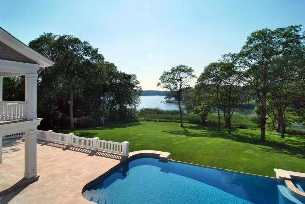 The pool overlooking the pond. Image: Jeffrey Colle