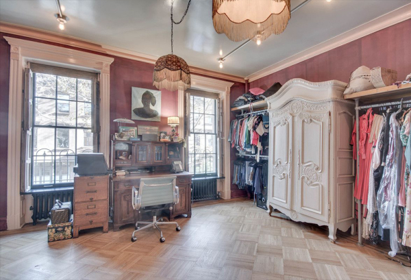 Who doesn't love a dressing room?  Image: Brown Harris Stevens